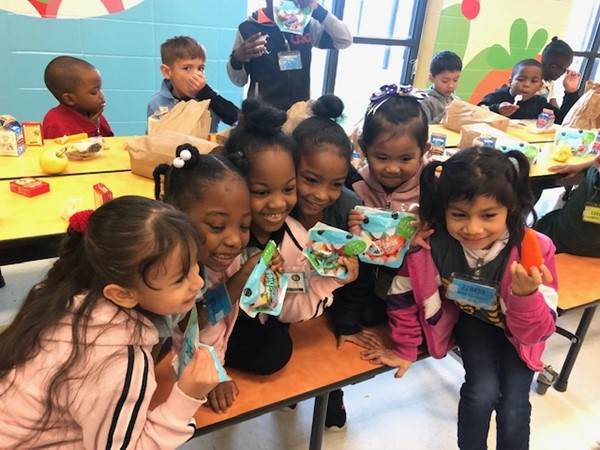 Students at Hunt Elementary enjoy Pure Flavor Munchies